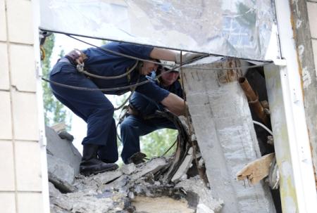 ВМеждуреченске вподъезде дома рухнули перекрытия— спервого попятый этаж