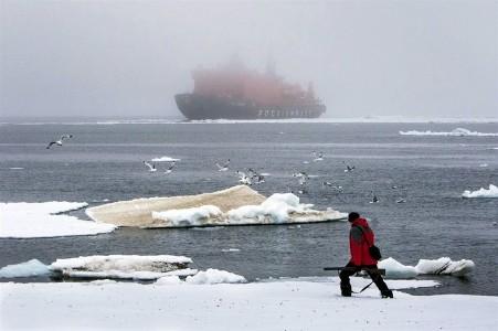 ВМурманск изарктического круиза вернулся ледокол «50 лет победы»