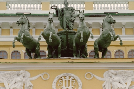 Д. Медведев поздравил коллектив Александринского театра сюбилеем
