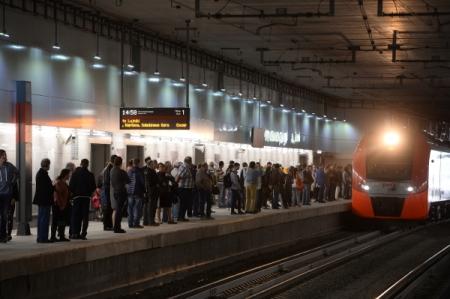 Миллионному пассажиру МЦК вручили приз напятый день работы кольца