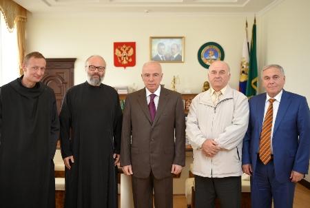 Руководитель Адыгеи Аслан Тхакушинов отказался отдепутатского мандата