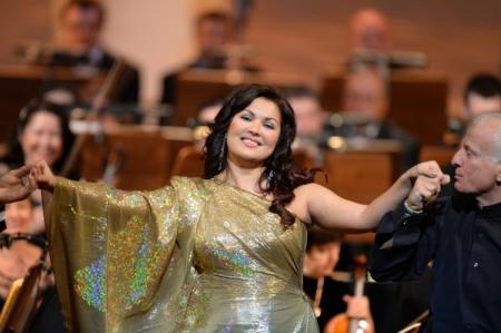 Анна Нетребко дебютирует в огромном театре соперой «Манон Леско»