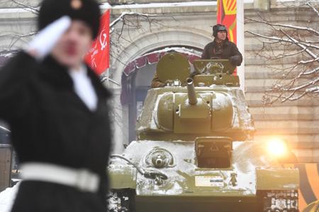 НаКрасной площади отрепетировали праздничный марш вчесть парада 1941 года