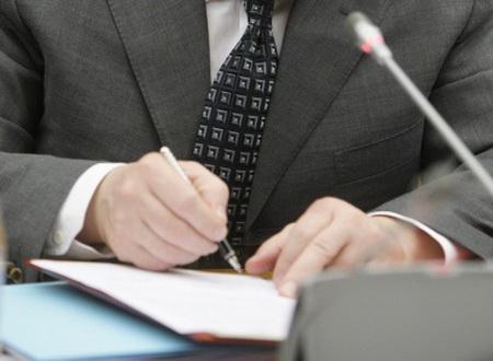 Неменее 700 чиновников втечении следующего года нарушили законодательство оконтроле зарасходами