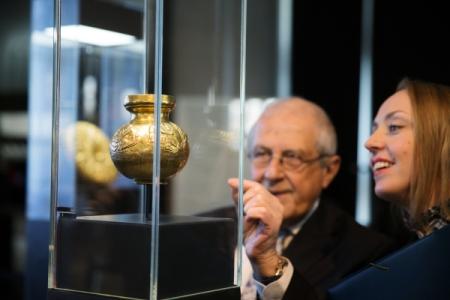 Следующий шаг вделе оскифском золоте— запереводчиками