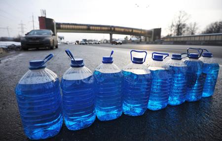 Жидкость для стеклоомывателей спревышением метанола в60 раз найдена вТатарстане