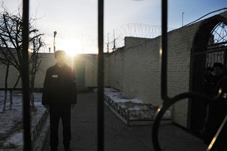 Жена Дадина потребовала отпрокуратуры найти документы оего освобождении