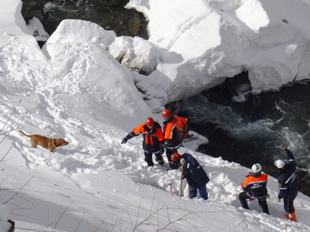 Под лавиной вПриэльбрусье могли оказаться еще три человека— МЧС