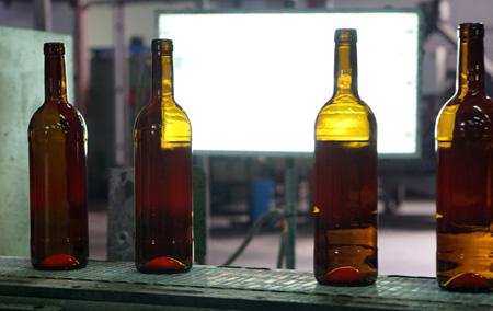 Работники ФСБ изъяли вСвердловской области 3,5 тысячи бутылок поддельного алкоголя
