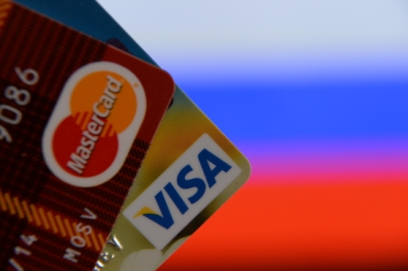 «Сбербанк» введет комиссию для «чужих» клиентов