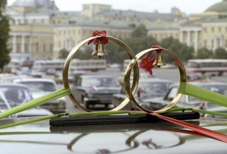 Неменее 2-х тыс. браков будет заключено в российской столице наКрасную горку