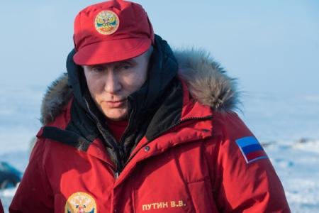 Путин поручил ФСБ иМинобороны обеспечить защиту русских интересов вАрктике