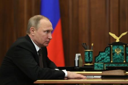 Путин поздравил избранного президента Южной Осетии спобедой