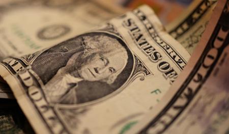 Центробанк установил официальный курс доллара на25апреля текущего 2017-ого года