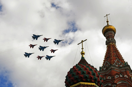 Внебе над Москвой прошла первая репетиция воздушной части Парада Победы
