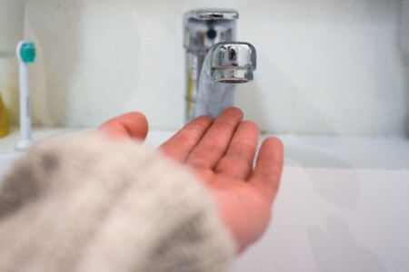 Выключать  горячую воду встолице начнут 22мая