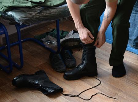 Три десятка призывников изСевастополя впервый раз отправилась служить запределы Крымского полуострова