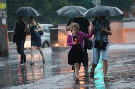 Снова буря: в столице России объявлено экстренное предупреждение онепогоде