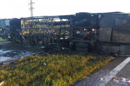 ВТатарстане 14 человек погибли при столкновении фургона иавтобуса