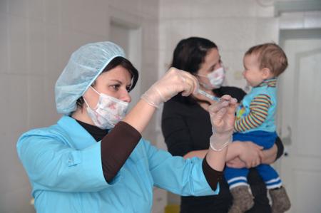 Больницы столицы ускорили выдачу детям справок перед учебным годом