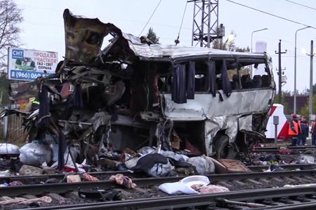 Под Владимиром автобус слюдьми попал под поезд. 16 человек погибло