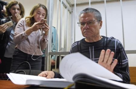 Защита Улюкаева сообщила обискажении расшифровки его разговора сСечиным