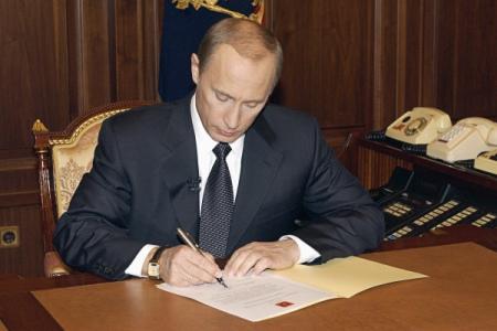 Путин смягчил требования кстажу для поступления нагосслужбу