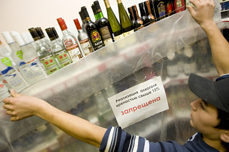 Практически 3 млн литров подпольного алкоголя изъяли вСибири
