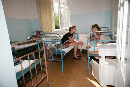 Около 50 детей в 3-х школах Великого Новгорода заболели пневмонией