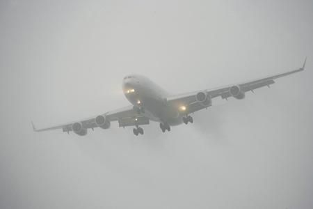 Самолёт из столицы несмог приземлиться вмурманском аэропорту из-за тумана