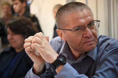 Сечин непровоцировал Улюкаева навзятку— обвинитель