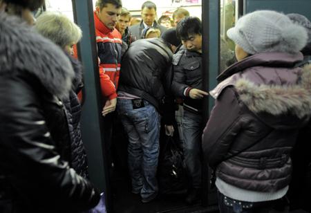 Поезда следуют сувеличенным промежутком наоранжевой ветке метро