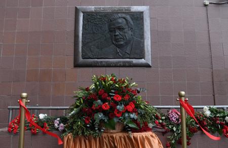 Лавров открыл мемориальную доску вчесть убитого вТурции посла
