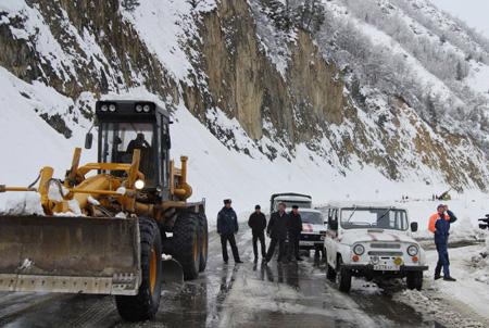 Военно-Грузинская дорога закрыта для всех видов транспорта— МЧС Ставрополья
