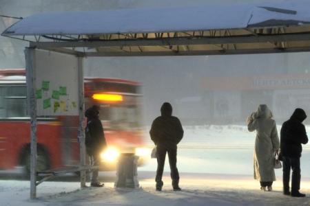 Возбуждено уголовное дело— Автобус снес остановку