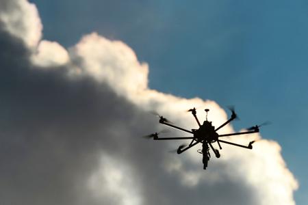 Сибирские ученые обучили квадрокоптеры сопровождать движущийся объект