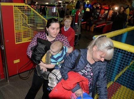 Около 800 человек эвакуировали иззданияТЦ вЯрославле из-за пожара