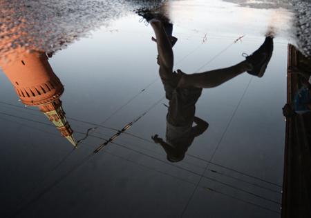 Столичные cотрудники экстренных служб предупредили жителей столицы обусилении ветра вчетверг