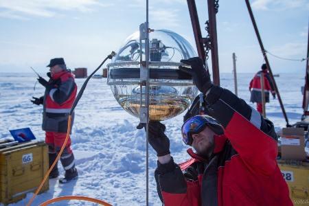 Кластер уникального нейтринного телескопа развернули на Байкале
