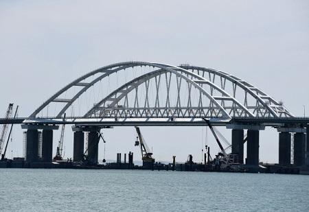 Будетли проезд поКрымскому мосту платным, поведал Путин на«Прямой линии»