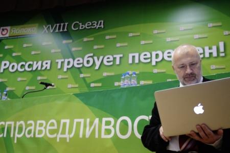 Петербургский депутат Михаил Амосов намерен побороться за кресло губернатора