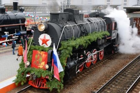 """Ретро-поезд """"Победа"""" сегодня проехал по Владивостоку"""