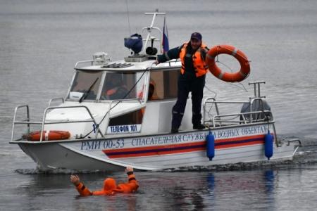 Спасатели обнаружили тела четверых рыбаков с перевернувшейся лодки на Чукотке