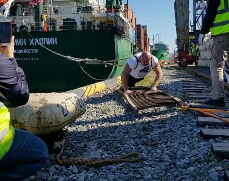 Силач из Владивостока сегодня отбуксировал теплоход весом 12,4 тыс. тонн