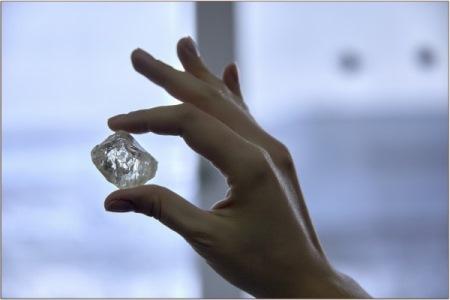 Ювелирный алмаз массой более 230 карат добыт на руднике в Якутии