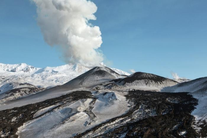 Ученые обеспокоены необычной активностью вулкана Ключевской на Камчатке