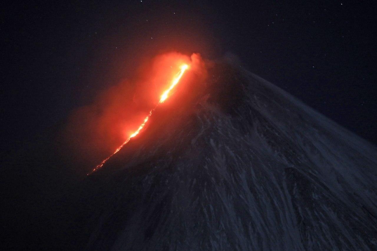 Усилилось извержение Ключевского вулкана на Камчатке
