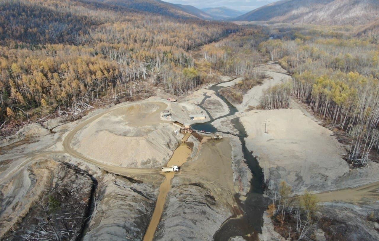 Работа трех золотодобывающих предприятий приостановлена в Приамурье из-за загрязнения рек
